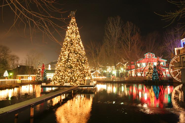 Photos: Christmas At Dollywood   WREG.com
