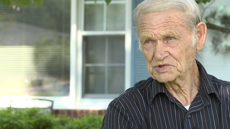 86 Year Old Man Looking For A Job Can T Get A Call Back Wreg Com