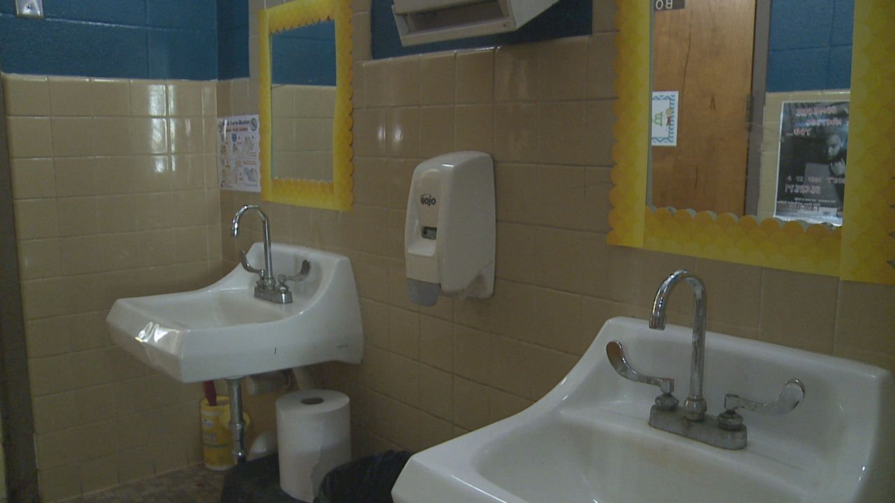 Arkansas School Bathroom Layout From 1970s Causes Concern For Father