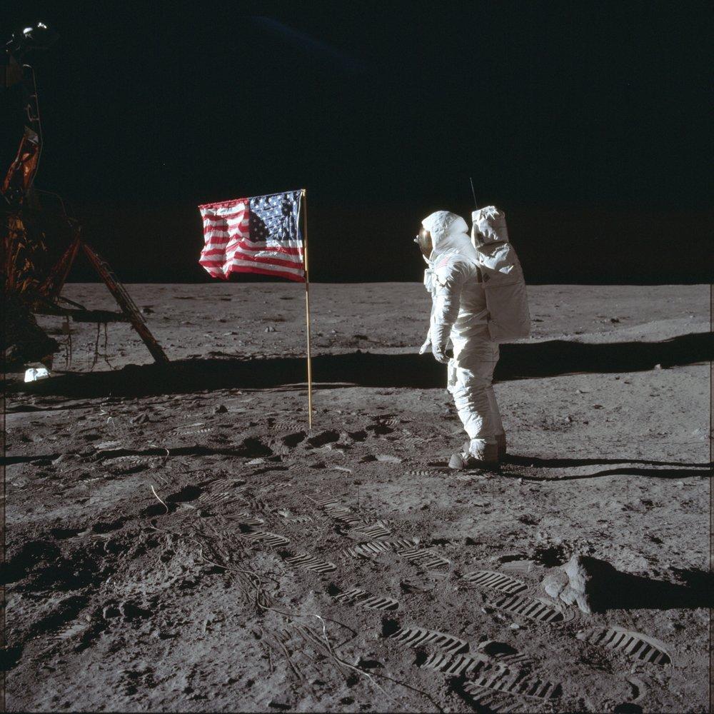 """Vintage Original 1969 NASA Apollo 11 /""""First Man On The Moon/"""" Blue Pennant"""