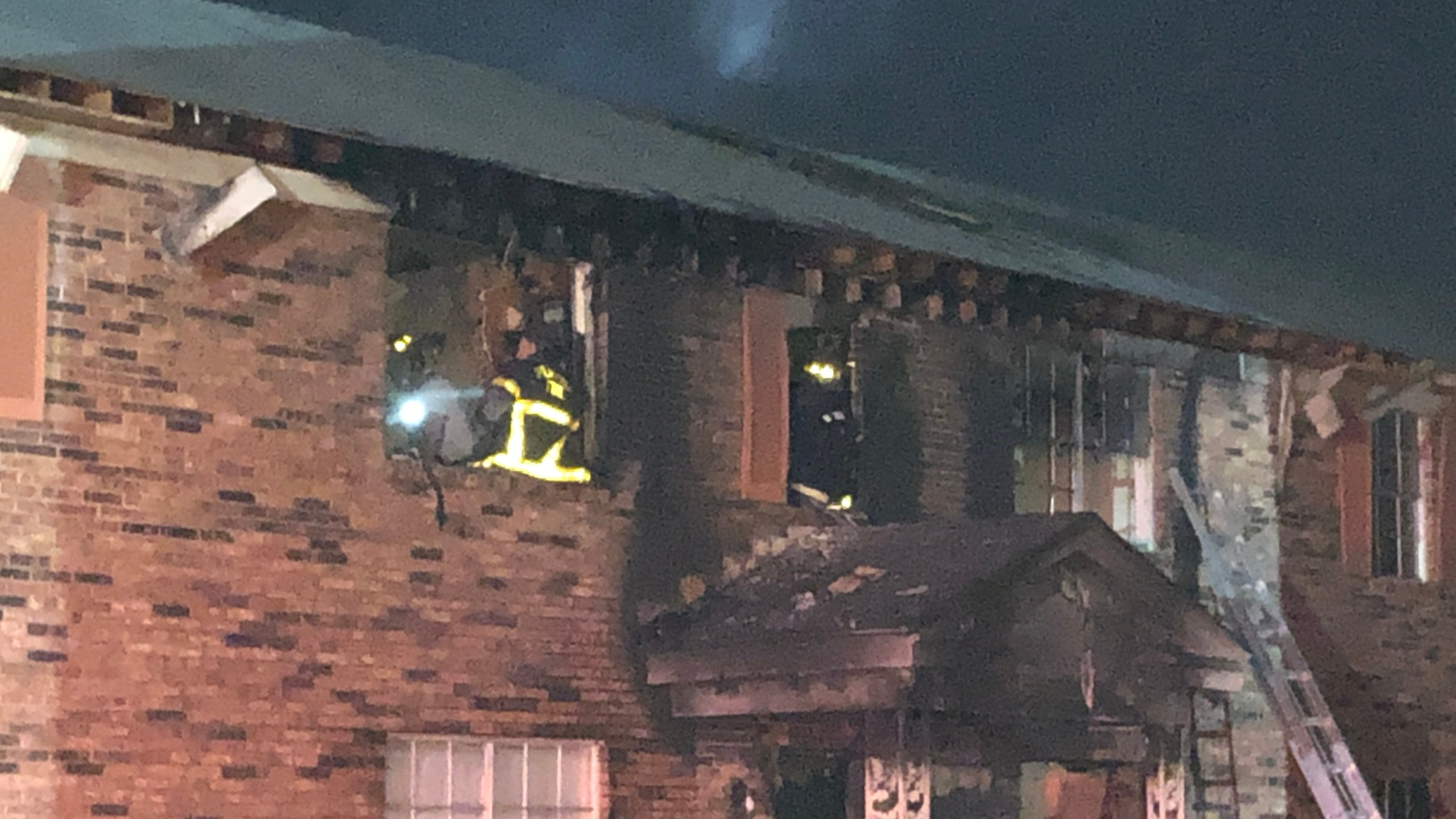 Overnight fire damages apartment building in Parkway Village